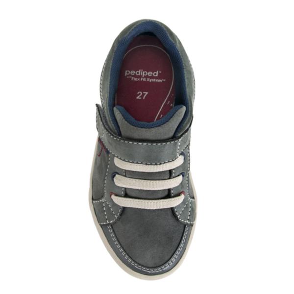 Chaussures pour garçons légères et lavables.