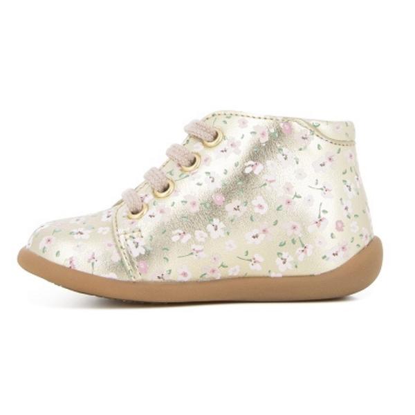 Chaussures pour enfant, premiers pas, fleurs.